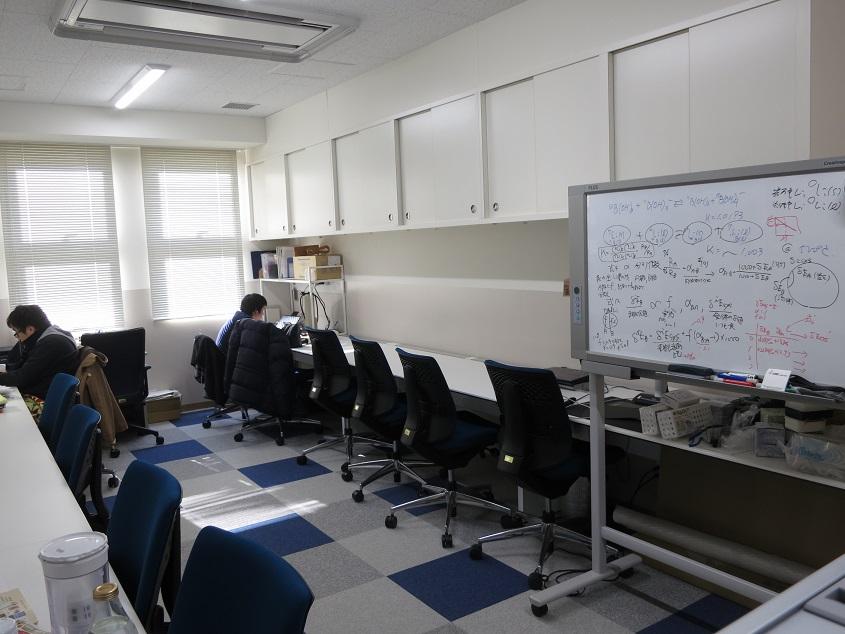 2016.01.25 最低気温-7.7度の三田観測点、学生居室は卒論執筆中の熱気!?