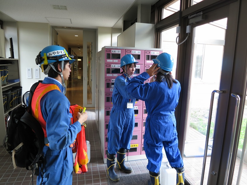 2019.9.4 JAEA幌延事業所の地下坑道に入る準備中